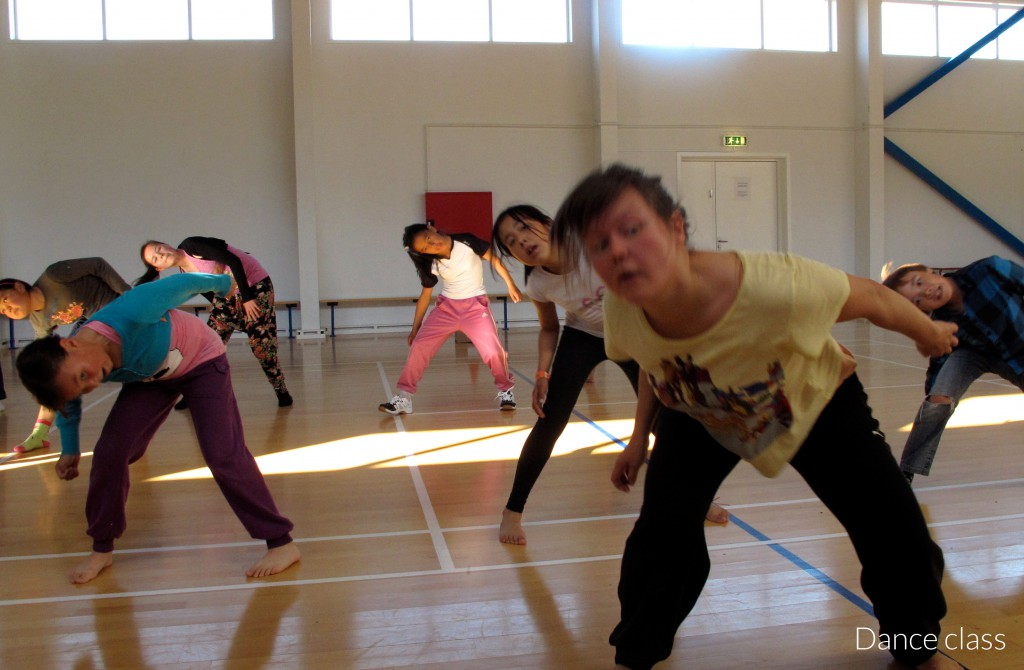 teaching-dance-class